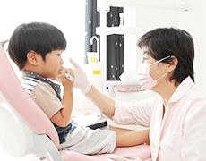女性歯科医師が治療を担当